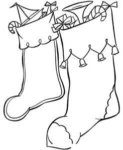 Раскраска Две сестрички вешают носочки для подарков ...